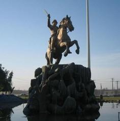 میدان رستم؛ فلکه رستم؛ مجسمه یعقوب لیث صفار در زابل