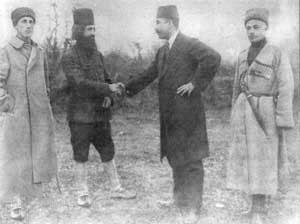 دیدار نماینده دولت مرکزی (آذری ) با میرزا کوچکخان