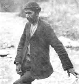 رضا اسکستانی که سرمیرزا را از بدن جدا کرد