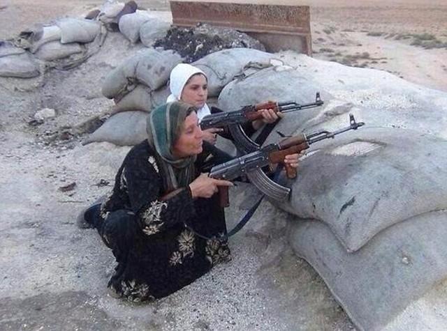 یک خانواده کرد با تمام اعضای خود در شهر کوبانی سوریه در مقابل نیروهای گروهک تروریستی داعش دست به مقاومت زدهاند.