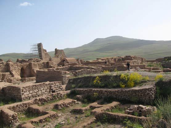 آثار باستاني تخت سليمان در 42 كيلومتري شمال شرقي شهرستان تكاب در استان آذربايجان غربي قرار دارد. (دوره هخامنشیان و ساسانیان)
