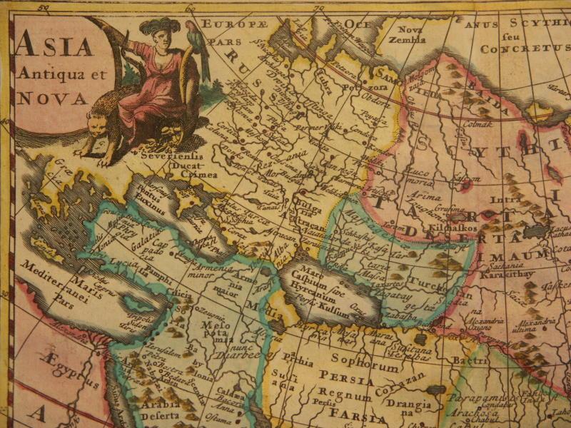 یک نقشه کلاسیک که از اوراسیا که مناطق ماد و آلبانیای قفقاز را که توسط رود ارس از هم جدا شدهاند را نشان میدهد.